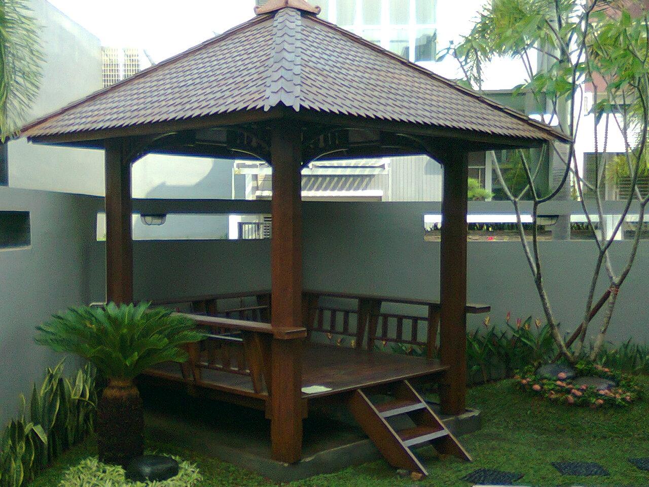 saung kayu di bekasi
